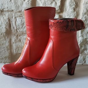 Ladies Leather ankle boots.